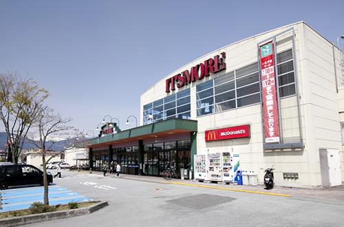 ショッピングセンター「イッツモア玉穂店」の外観