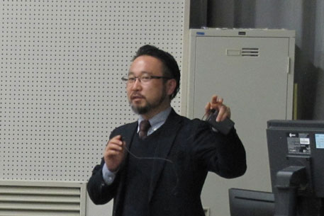 講演する廣田氏