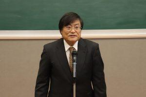 学生を激励する島田学長