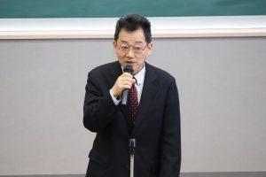 祝辞を述べる依田次長