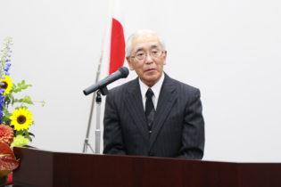 お祝いの挨拶をする曽根副会長の写真