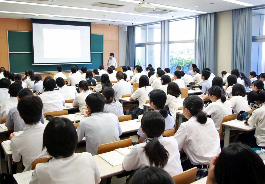 生命環境学部:菊地淑人 准教授の講義の様子