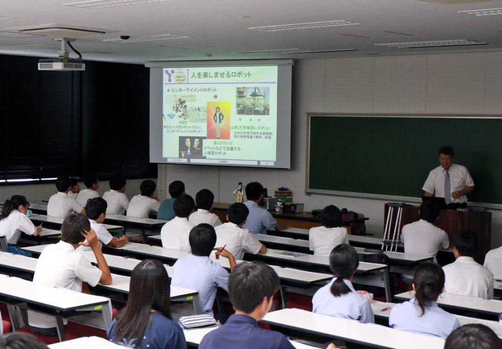 工学部:丹沢 勉 准教授の講義の様子