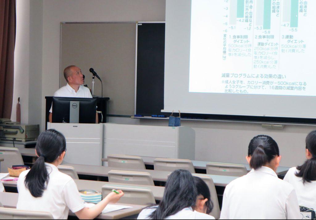 医学部看護学科:宮村季浩 教授の講義の様子