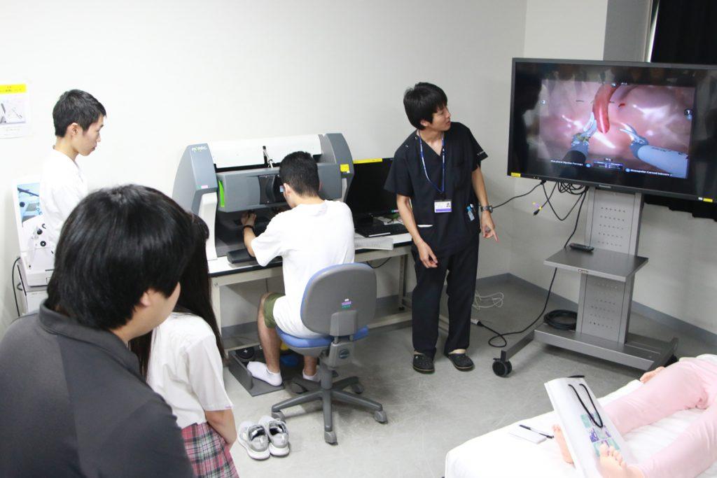 【医学部医学科】シミュレーター体験の様子