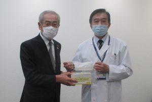 田中久雄 中央市長(左)と武田正之 病院長