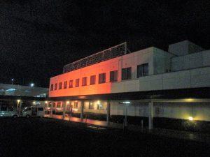 夜には附属病院のライトアップを行いました