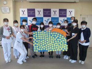 児童の皆さん・病院スタッフによる記念撮影