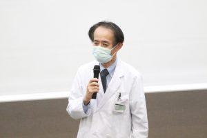 挨拶する榎本病院長