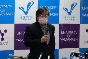 接種状況について説明する島田学長